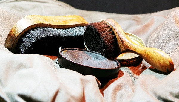 How To Soften Leather Shoes With Olive Oil 4